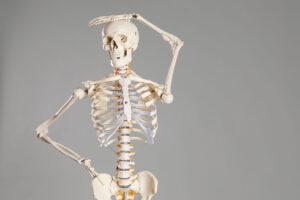 Ostéoporose, Perte de taille et minéralisation osseuse